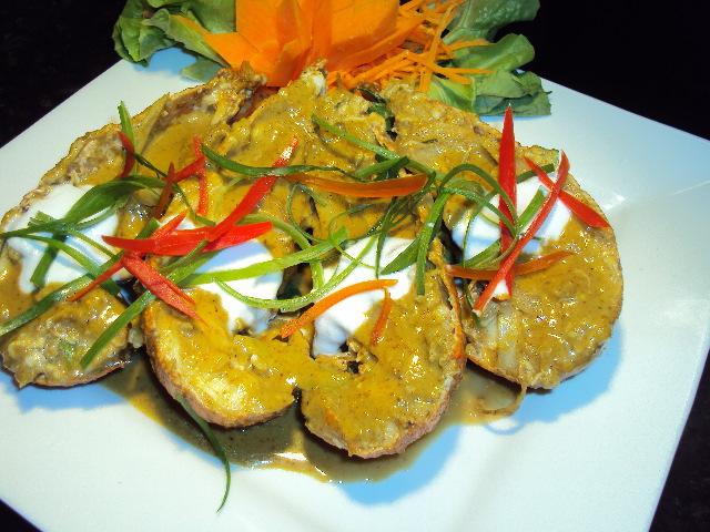 Bug kari sauce (pad phong kari)